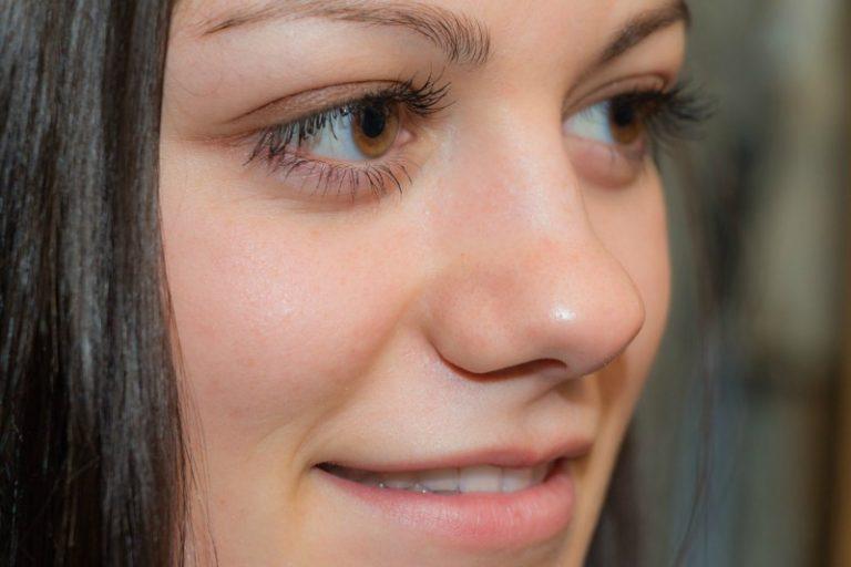 Make your eyelashes shine